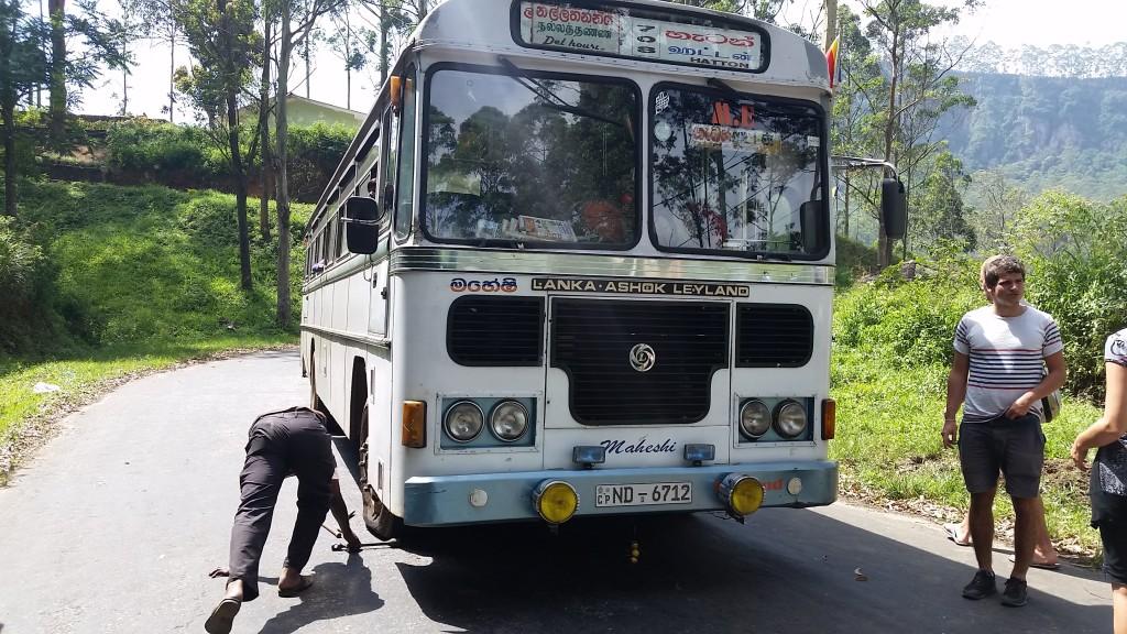 20160113_120120_bus drive in Sri Lanka